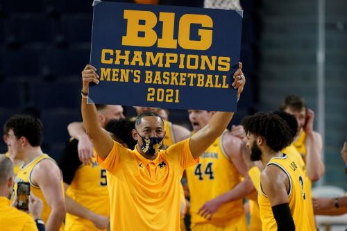 No. 2 Michigan wraps up Big Ten title in Howard's 2nd year