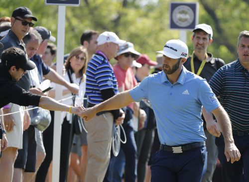 Dustin Johnson helps couple with their gender reveal while signing autographs in Detroit