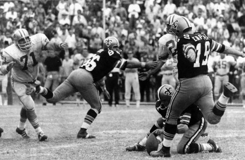 Tom Dempsey, former NFL record-setting kicker, dies at 73 after battle with coronavirus