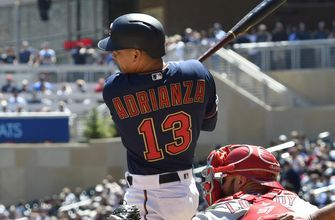 Twins sign infielder Ehire Adrianza to 1-year deal