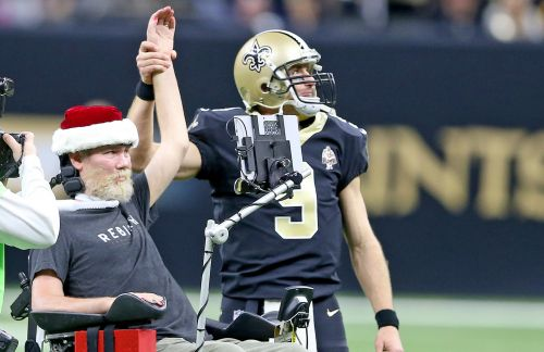 Learn football, life skills from Steve Gleason, NFL pros at local clinic