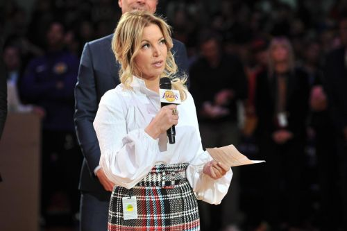 Lakers president Jeanie Buss reveals dreams about Kobe Bryant that let her know 'he's OK'
