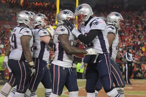 New England Patriots take over as 1- or 2-point favorites over Los Angeles Rams in Super Bowl