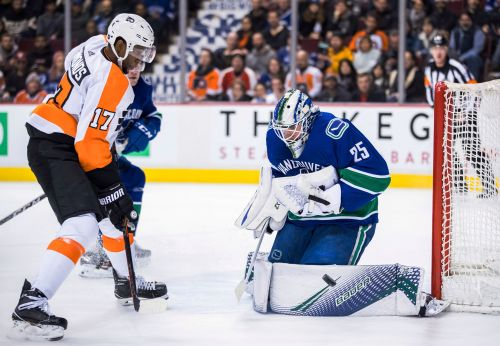 Boeser leads Canucks to 5-1 win over slumping Flyers