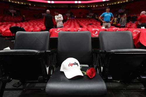 Portland Trail Blazers pay sweet tribute to Paul Allen