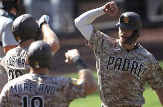 Padres blow late lead, rally for 11th inning win, 7-4, over Mariners