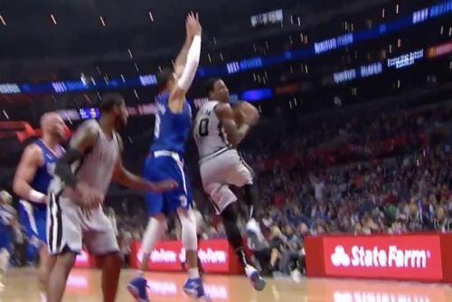 Watch: DeMar DeRozan delivers smooth 360 lay-up in traffic