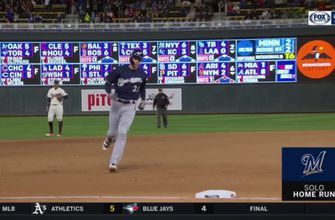 WATCH: Brewers' Yelich hits go-ahead homer in the 8th