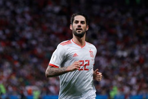 Spain's Isco saves tiny bird that invaded World Cup