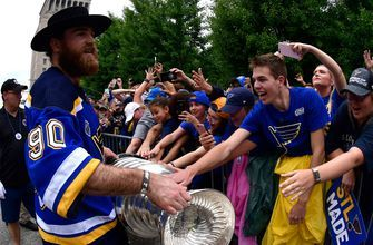 Ryan O'Reilly awarded Selke Trophy for best defensive forward