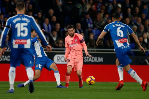 Messi scores twice from free kicks in Barca win vs Espanyol