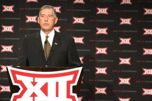 OU football: Big 12 Commissioner Bob Bowlsby says horns down rule will not be addressed in the offseason
