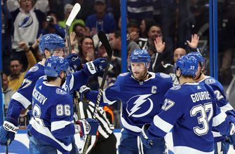 Steven Stamkos dazzles with hat trick, 700th career point as Lightning take down Rangers for 7th straight win