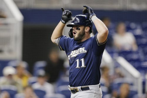 Reds reportedly sign Mike Moustakas, and that's just wild