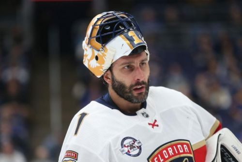Panthers goalie Roberto Luongo announces retirement