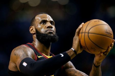 Lakers coach Walton on LeBron: 'He's about the team'