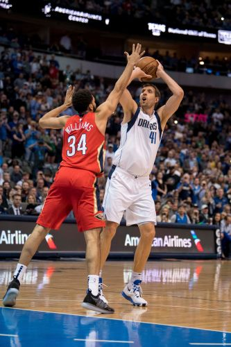Dirk Nowitzki passes Wilt Chamberlain for sixth place on NBA all-time scoring list
