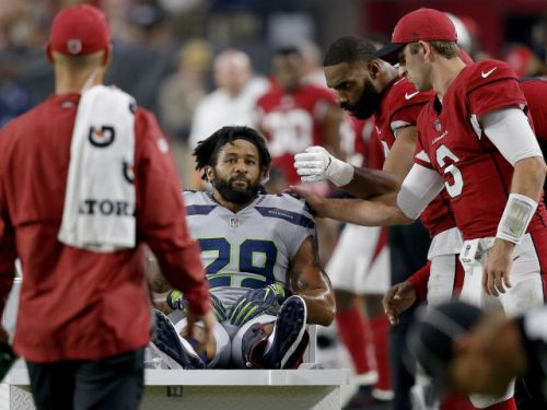 Angry Earl Thomas gives Seahawks sideline the middle finger after breaking leg