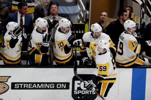 Jake Guentzel's hat trick sends Penguins past Ducks 7-4