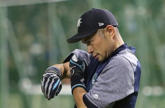 Ichiro takes with field with 45,000 voices in full support
