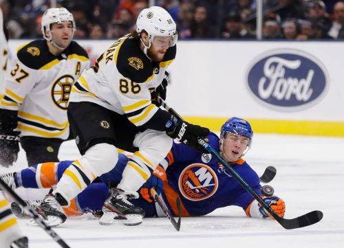 Kuraly, Rask lead Bruins to 5-0 win over Islanders