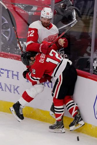 Blackhawks lose 2 players to NHL's COVID-19 protocol list