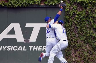 Kris Bryant leaves game after colliding with Jason Heyward in the outfield