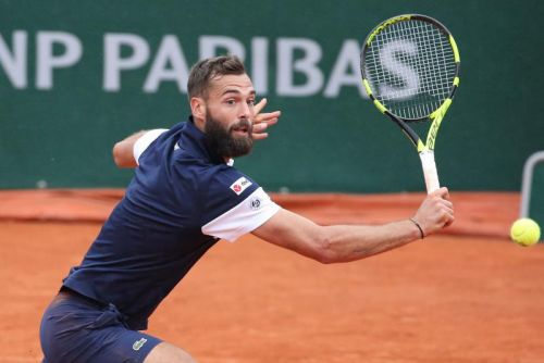 Watch: Benoit Paire gets ball stuck in racket throat during return at French Open
