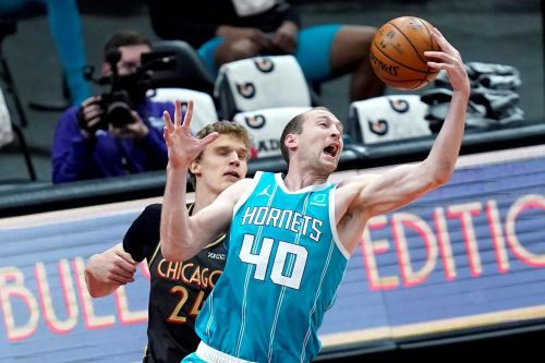 Vucevic dominates as Bulls pound Hornets 108-91