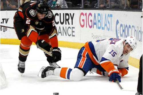 Islanders overwhelmed by surging Ducks