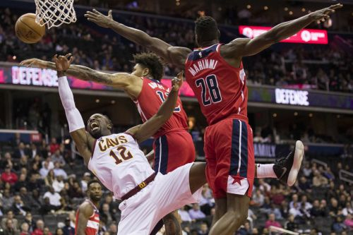 David Nwaba 'still pretty sore,' determined to fight through nagging knee injury