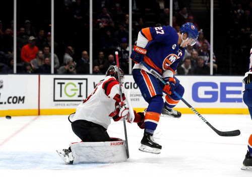Islanders completely dominate Devils for third straight win
