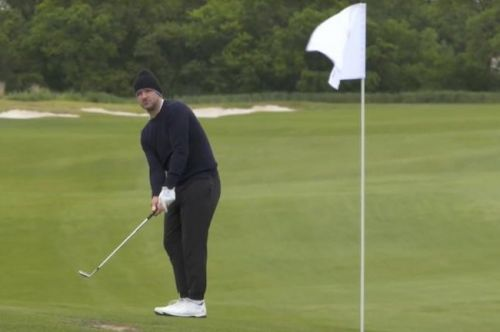 Tony Romo sinks eagle chip at Korn Ferry Tour golf event