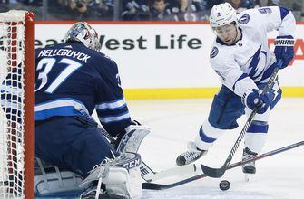 Lightning snap 8-game win streak in 5-4 OT loss to Jets