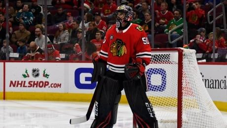 Blackhawks goalie Crawford suffers concussion in loss to Sharks