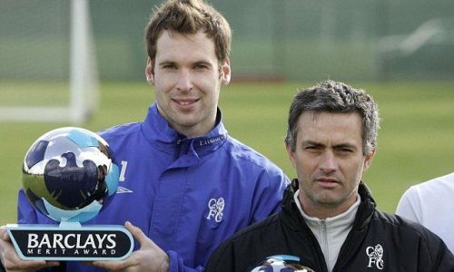 Mourinho pays tribute to Cech after goalkeeper reveals retirement plan