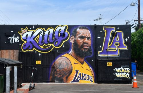 Artist completely paints over LeBron Lakers mural