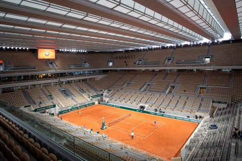 French Open keeps cutting down on fans