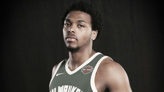 Bucks' Sterling Brown files federal civil rights lawsuit against police, city of Milwaukee