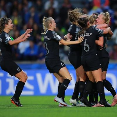 Kiwis come from behind to defeat hosts and make history