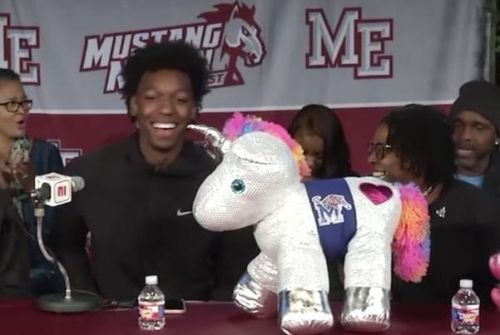 No. 1 hoops recruit James Wiseman picks Memphis
