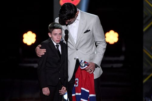 Carey Price reprises emotional moment with Anderson Whitehead at NHL Awards show