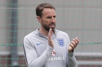 England coach dislocates shoulder while running