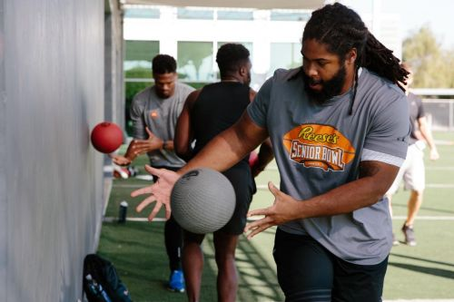 How unemployed NFL players keep their skills sharp