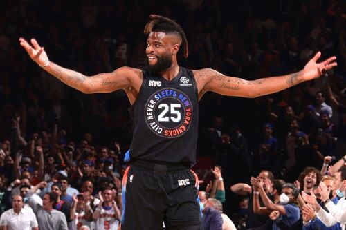 Knicks' Reggie Bullock lights it up from 3 and slows down Trae Young