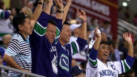 Survey finds Canadian NHL fans OK if country doesn't host playoff games