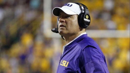 College football: Les Miles signs 5-year contract to coach Kansas; Colorado fires coach Mike MacIntyre