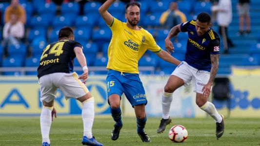 Las Palmas defender offers shelter from wildfires