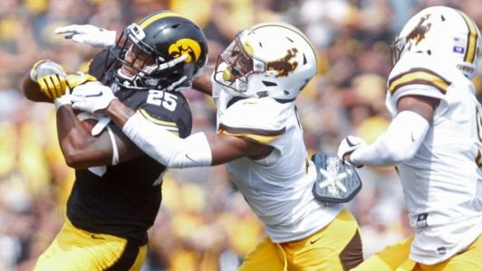 Former USC, Tennessee assistant Willie Mack Garza joins Wyoming staff