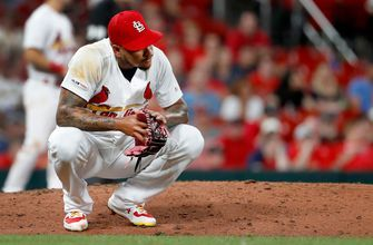 Cards' offense struggles, Pirates get 3-1 win